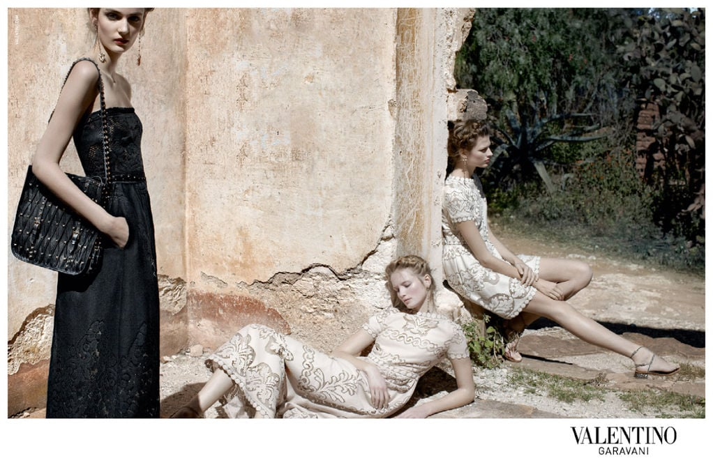 Black and white ensembles are a key theme in Valentino's Spring line. Source: Fashion Gone Rogue