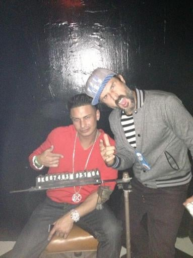 David Arquette hung out with DJ Pauly D. Source: Twitter user DJPaulyD