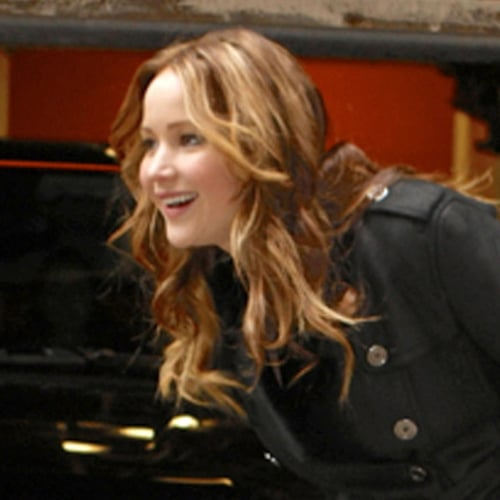 Jennifer Lawrence Signs Autographs in NYC | Pictures