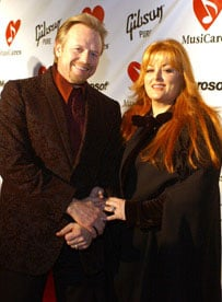 Sugar Bits - Wynonna Judd Files for Divorce from Jailed Husband