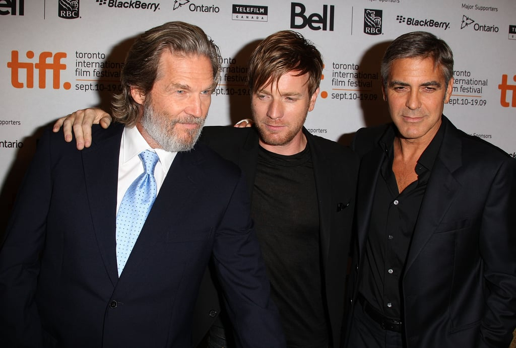 The Men Who Stare at Goats co-stars Jeff Bridges, Ewan McGregor, and George Clooney all wore dark suits for their 2009 press conference.