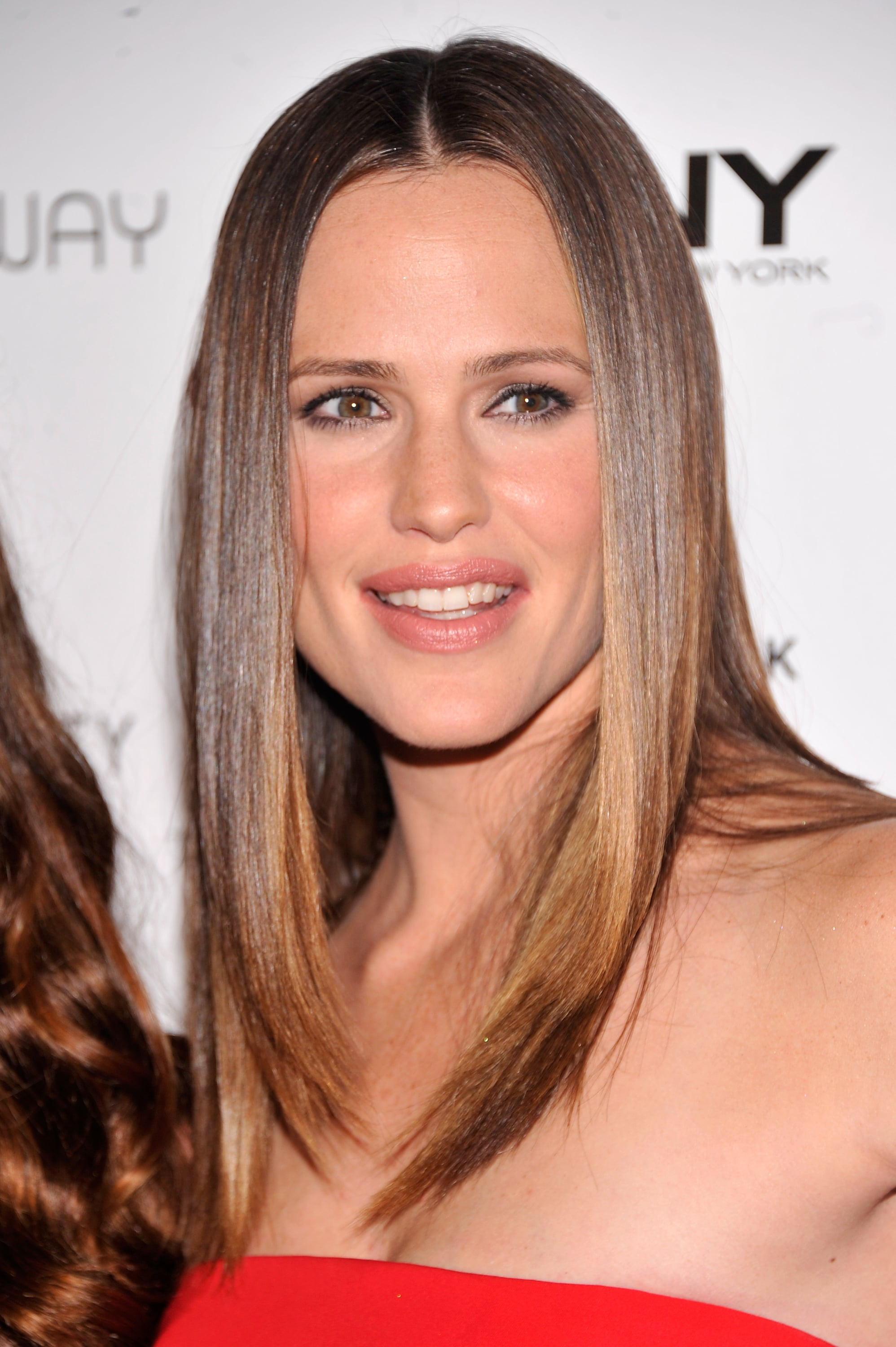 Jennifer Garner Gets Sexy in Red Gucci to Party With Olivia, Alicia, and More