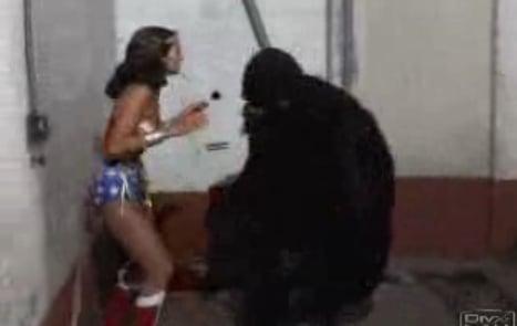Flashback: Wonder Woman vs. a Gorilla