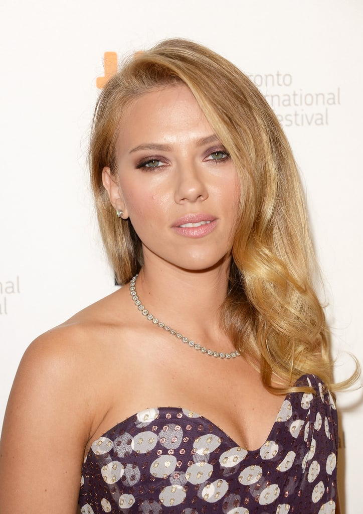 Going for a jewel-tone smoky eye at the Under The Skin premiere, Scarlett Johansson nailed the seductive stare.