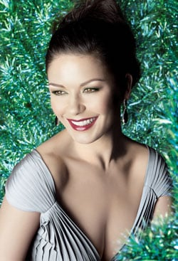 How To: Get Catherine Zeta-Jones' Everything Glows Look