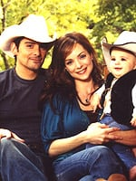 Lil Links: Brad and Kimberly Williams-Paisley Are Expecting!