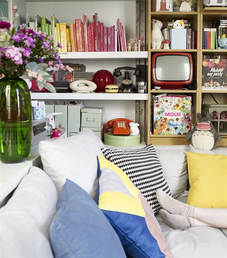 Tiny ikea inspired apartment in paris popsugar home for Ikea parati