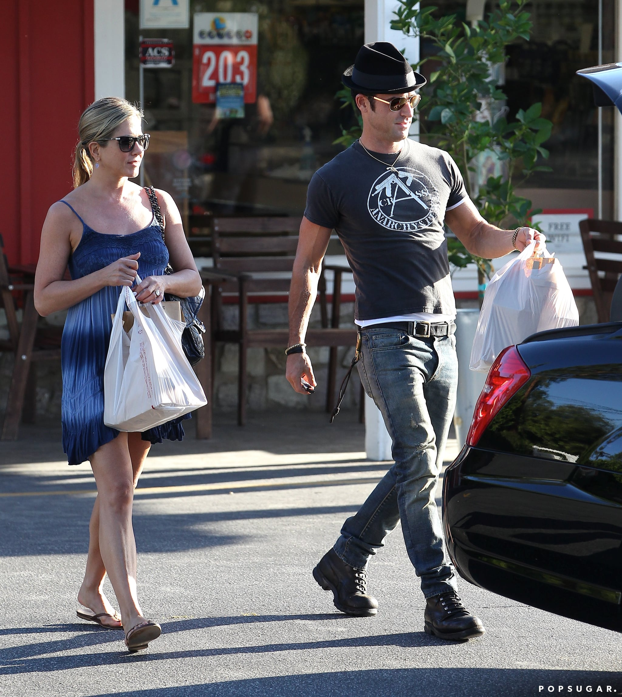 Jennifer Aniston and Justin Theroux visited a grocery store together in LA.