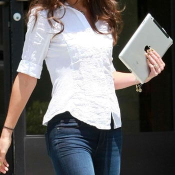 Celebrity With iPad Picture