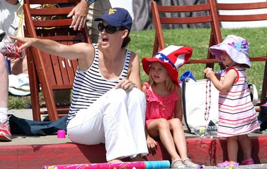 Pictures of Jennifer Garner, Violet Affleck and Seraphina Affleck 2010-07-05 20:43:46