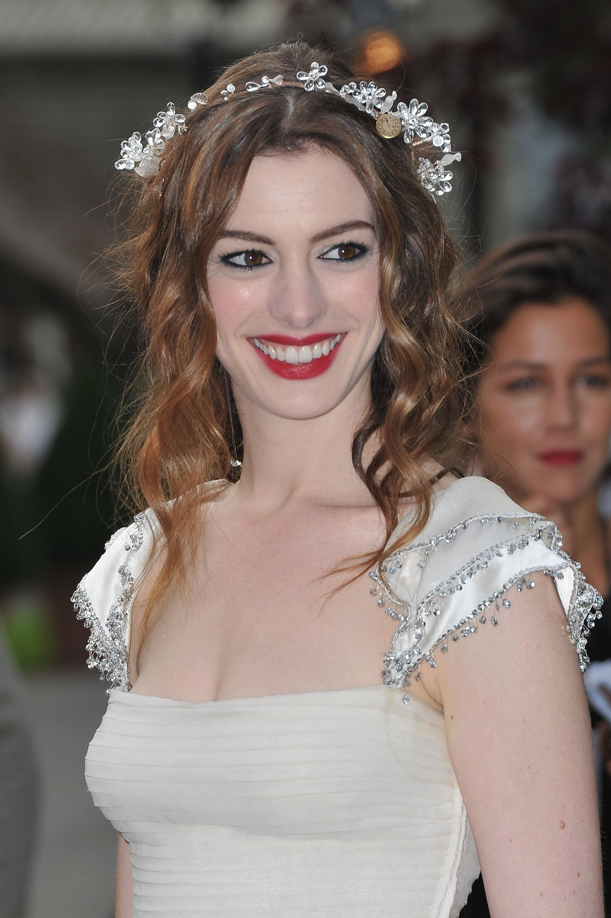 Anne wore a floral headpiece in her hair.