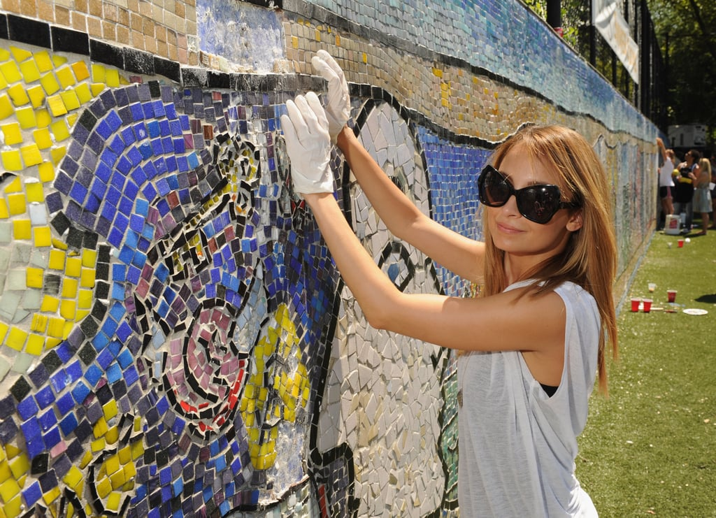 Nicole Richie helped restore the CITYarts Mosaic Peace Wall at the event.