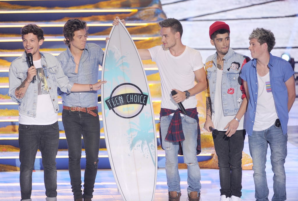 One Direction accepted an award at the Teen Choice Awards.