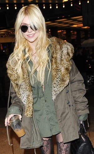 Gossip Girl Actress Taylor Momsen in Olive Green Jacket With Fur Collar and Aviators