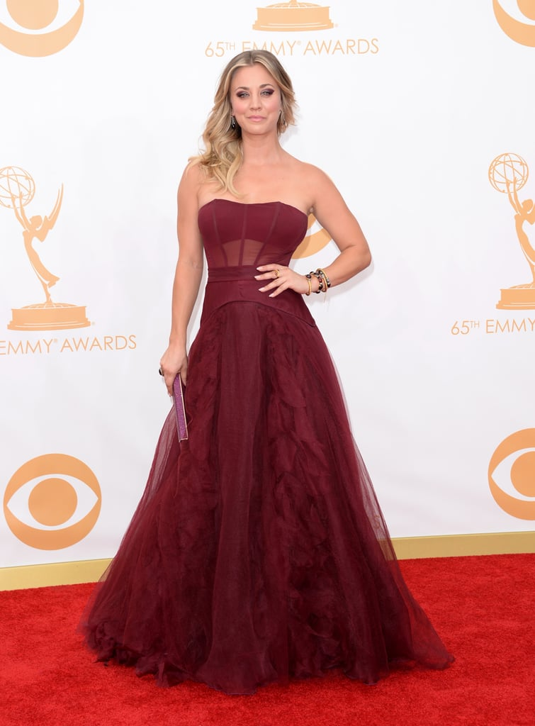 Big Bang Theory actress Kaley Cuoco-Sweeting dazzled in strapless, burgundy red Vera Wang on the Emmys red carpet.