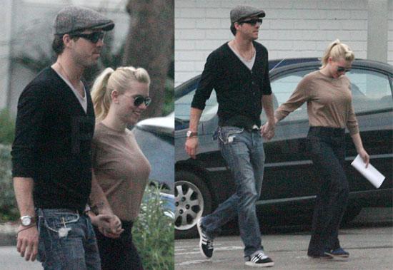 Scarlett Johansson Is Engaged to Barack Obama