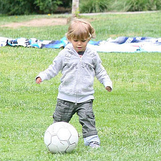 Kingston Rossdale Plays in the Park 2008-04-20 13:07:39