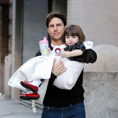 Tom Cruise and Suri Leaving Their NYC Apartment 2008-12-03 23:22:16
