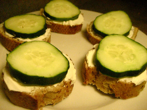 Healthy Snack: Cucumber Cream Cheese Nibblers