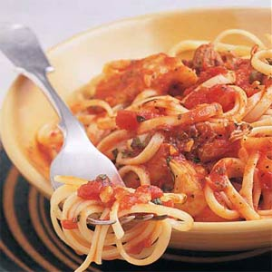 Fast & Easy Dinner: Linguine With Clams and Artichokes in Red Sauce