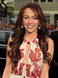 Miley Cyrus Apologizes For Photos