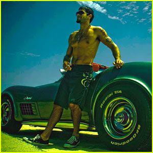 Jesse Metcalfe is Shirtless Once Again