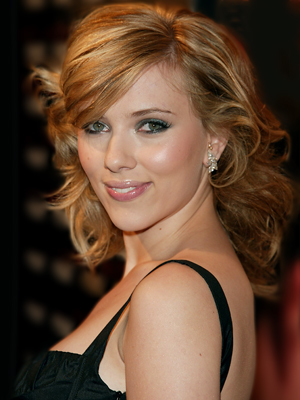 WHO IS THE BETTER ACTRESS: JESSICA BIEL OR SCARLETT JOHANSSON