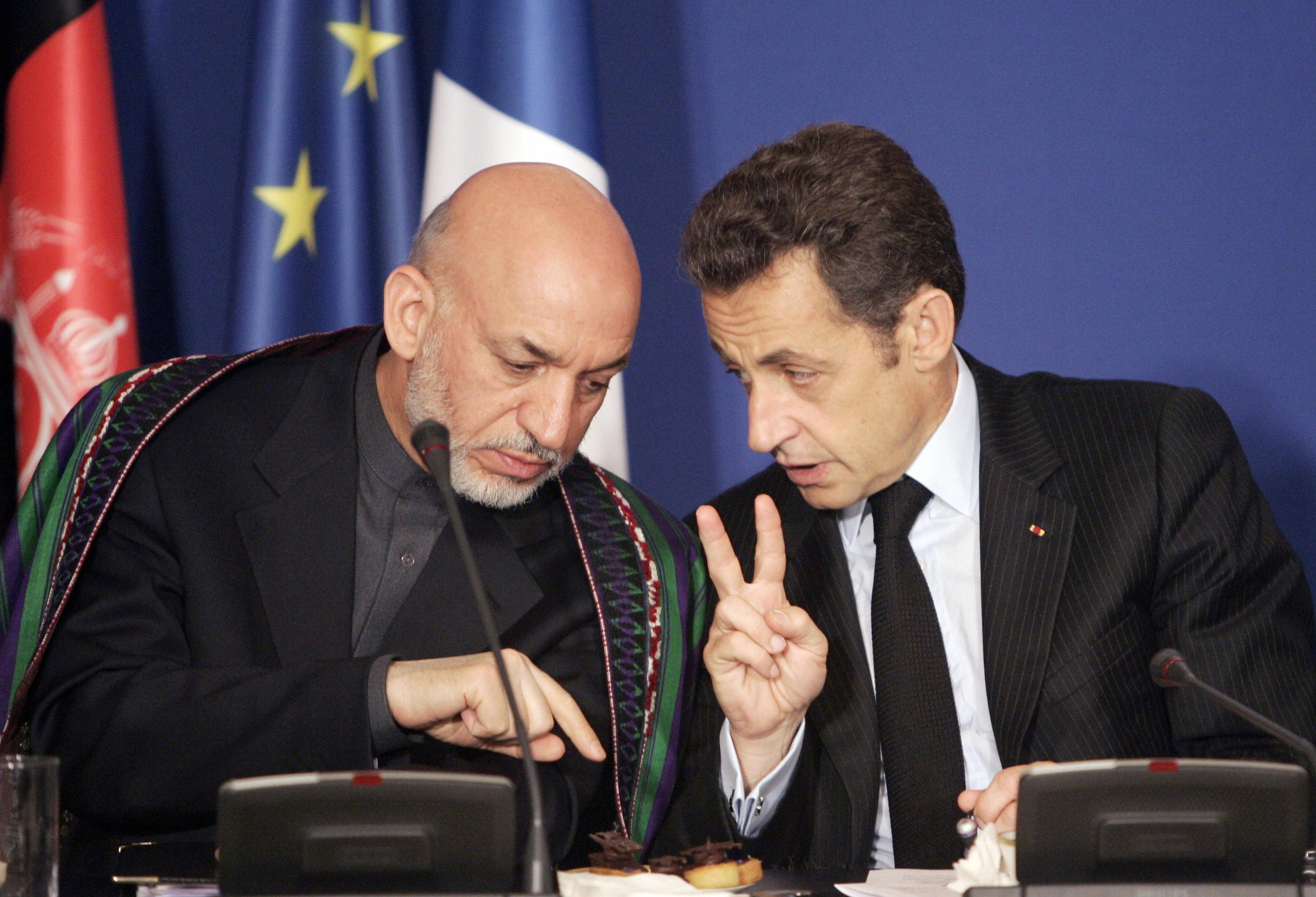 French President Nicolas Sarkozy  chats with Afghan President Hamid Karzai.