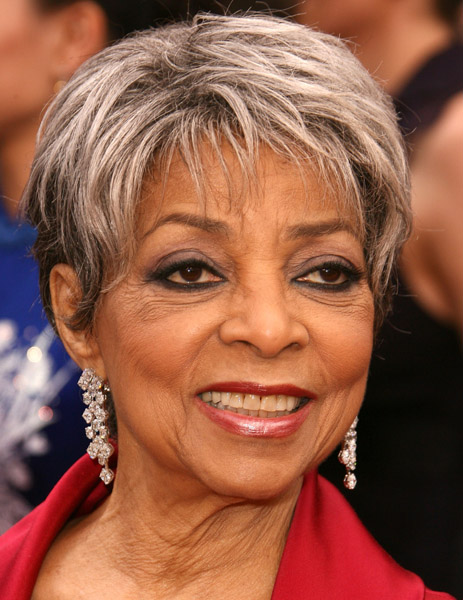 A close up of Dee at the 2008 Academy Awards.
