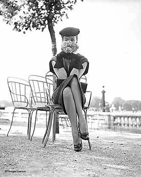 Dorian Leigh, Jardin des Tuileries, Paris, 1951.