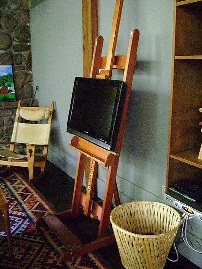 Cool Idea: An Art Easel as a TV Stand