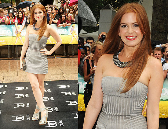 Isla Fisher Attends the Premiere of Bruno Wearing a Gray Strapless Dress