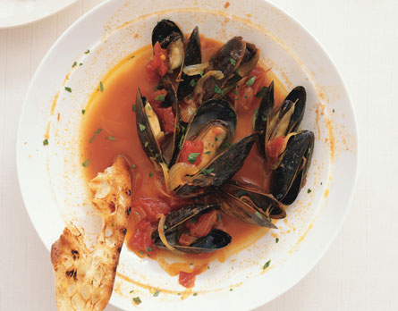 Fast & Easy Dinner: Mussels With Sherry, Saffron, and Paprika