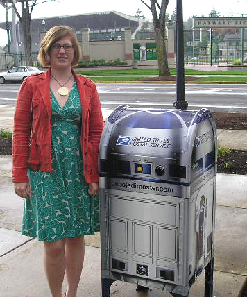 R2-D2 Mailbox Sighting! Reader Responds