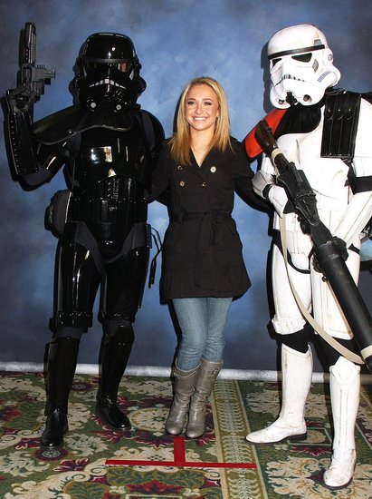 Hayden Panettiere Greets Fans at the 2007 National Comic Book, Art, Toy, and Sci-Fi Expo