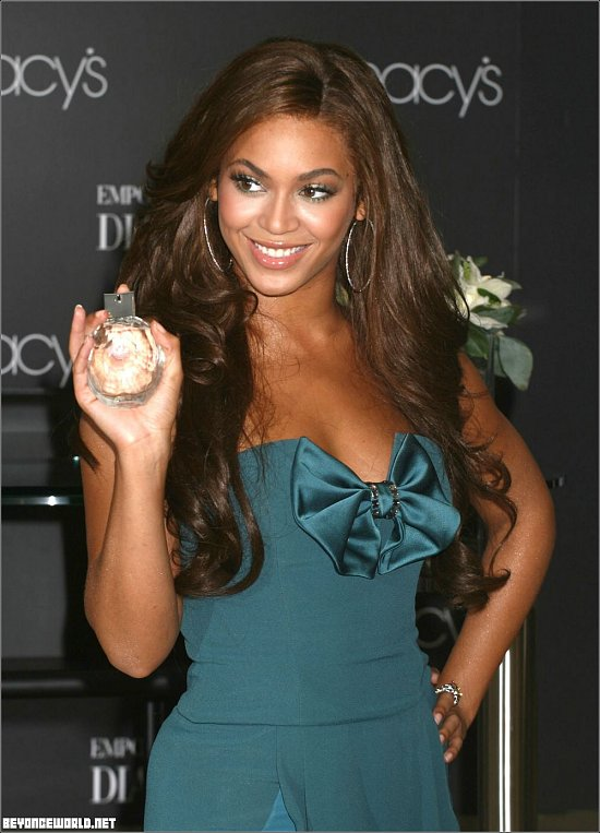 "Beyonce launches her new perfume ""Diamonds"""