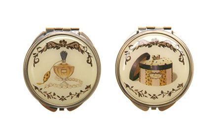 Cute Vintage-Style Compacts
