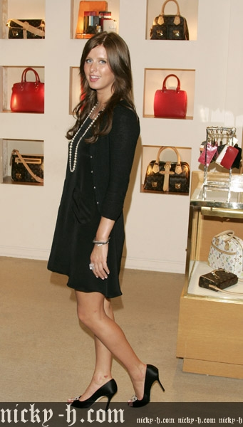 Nicky_Hilton_Visits_Saks_Fifth_Avenue_s_Key_to_the_Cure_Benefit_043