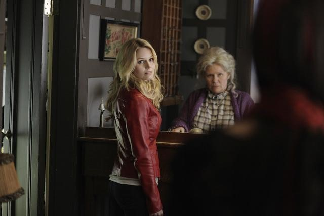 Jennifer Morrison and Beverly Elliot on ABC&#039;s Once Upon a Time.</p> <p>Photo copyright 2011 ABC, Inc.