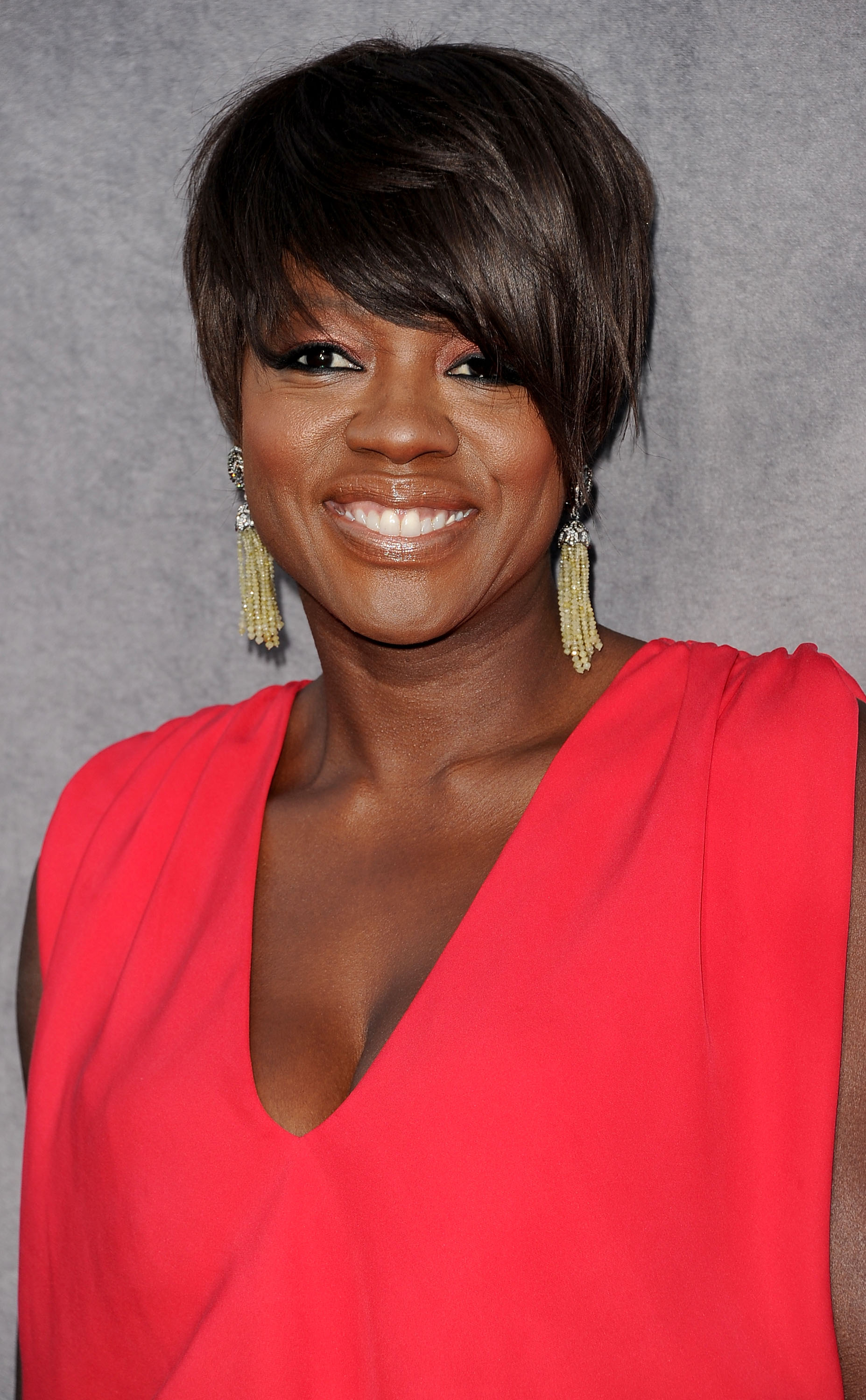 Viola Davis wore chandelier earrings.