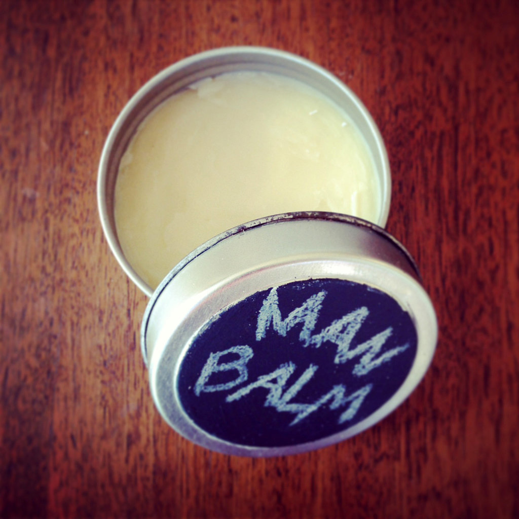 PopsugarLivingGifts For MenDIY Man Beauty BalmThis Man Beauty Balm Will Be His New Best FriendJanuary 20, 2016 by Sarah Lipoff1.6K SharesChat with us on Facebook Messenger. Learn what's trending across POPSUGAR.If you're looking for something special to give to your guy, make him an all-in-one beauty balm that will treat, well . . . almost everything! Use on dry, cracked hands or as pomade for perfect hair, and this concoction can be personalized with your man's favorite scents. Made from all-natural ingredients, the balm comes together in a matter of minutes, which makes it a great last-minute gift.What You'll Need:Small saucepan4 tablespoons beeswax4 tablespoons coconut oilSmall heat-safe bowlKitchen towel10-20 drops essential oilSpoon or wooden skewer (optional)1/2 teaspoon baking soda or cornstarch (optional)Hand mixer (optional)Small sealable containerDirections:To make the awesome beauty balm, create a homemade double boiler by placing a small saucepan filled halfway with water over medium heat. Now mea - 웹