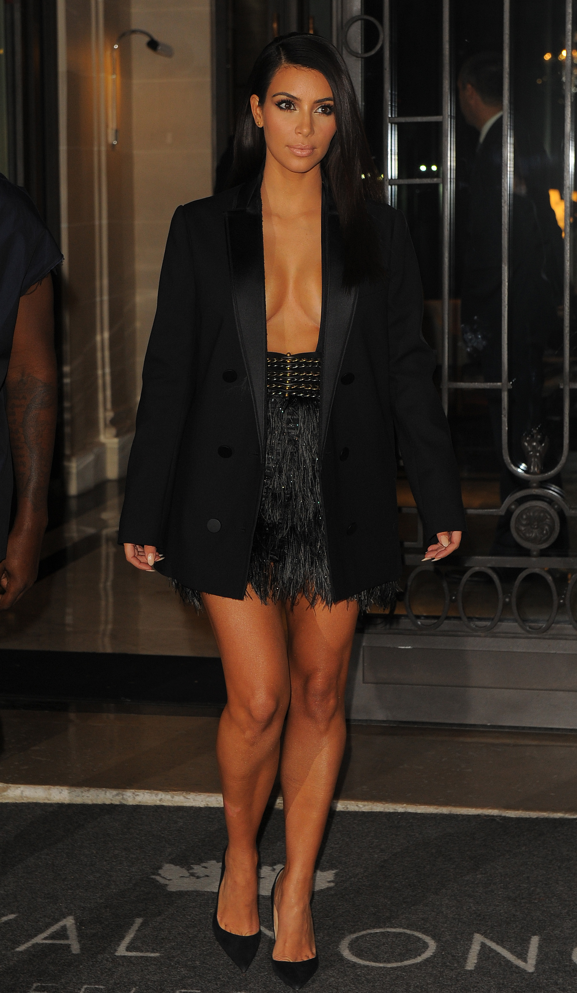 Kim Kardashian's Black Blazer at Paris Fashion Week ...