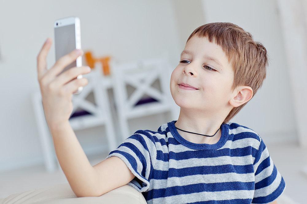 Boy Breaks Into Dad S Iphone Popsugar Tech