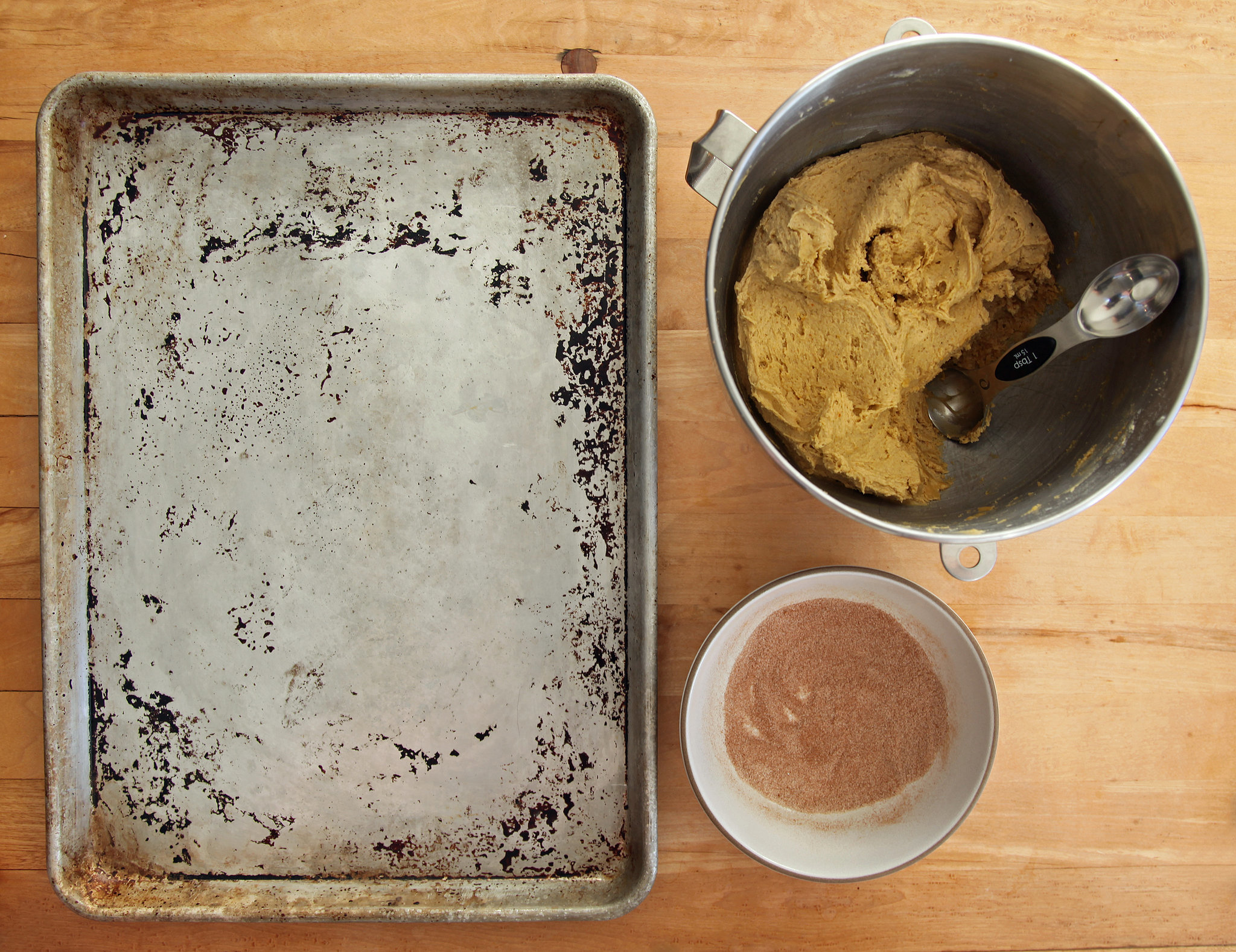 Pumpkin Spice Snickerdoodles Are Like a Bear Hug on a Dreary Day PopsugarLivingFast And EasyPumpkin Spice Snickerdoodles RecipePumpkin Spice Snickerdoodles Are Like a Bear Hug on a Dreary Day November 19, 2015 by Nicole Perry First Published: October 22, 2015 1.3K Shares Chat with us on Facebook Messenger. Learn what's trending across POPSUGAR.My go-to snickerdoodle recipe comes from a bakery I've never visited, of which I know little about. In fact, I'm not entirely sure how a copy of Rosie's Bakery Chocolate-Packed, Jam-Filled, Butter-Rich, No-Holds-Barred Cookie Book came to be in my possession as an eager, young baker, but for years, it was my reference for all things cookie-related — the tender, chewy-edged snickerdoodle recipe being a personal favorite. I've made the recipe in its classic cinnamon-spiced iteration countless times, and it still holds up; really, no other snickerdoodle I've eaten quite compares. This Fall, I decided it was high time it received an autumnal update, so after a bit of twea - 웹
