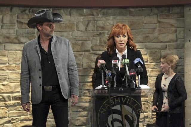 Reba McEntire and Jeffrey Nordling in Malibu Country.