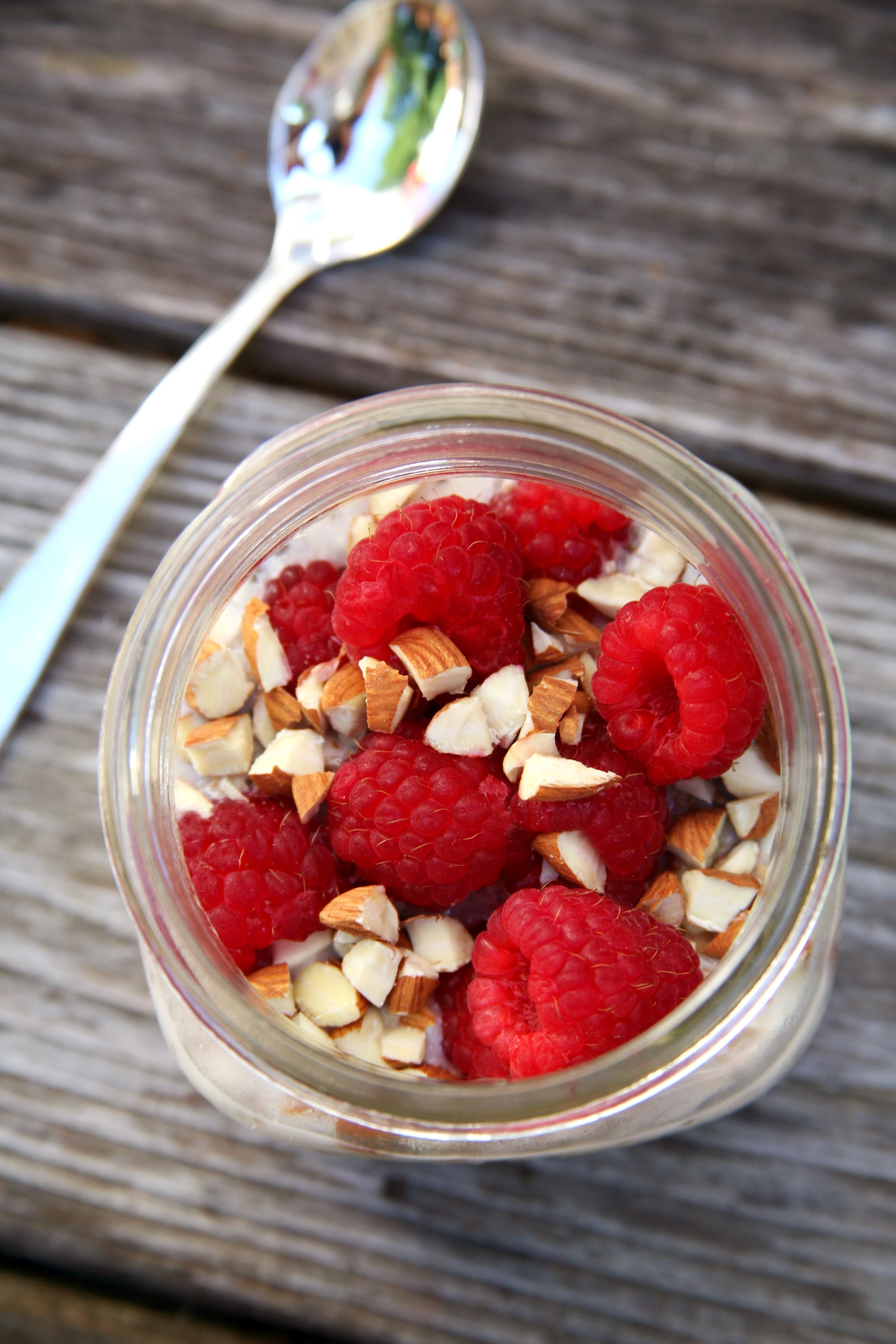 High-Protein Vanilla Almond Raspberry Overnight Oats Offers Almost 17 Grams