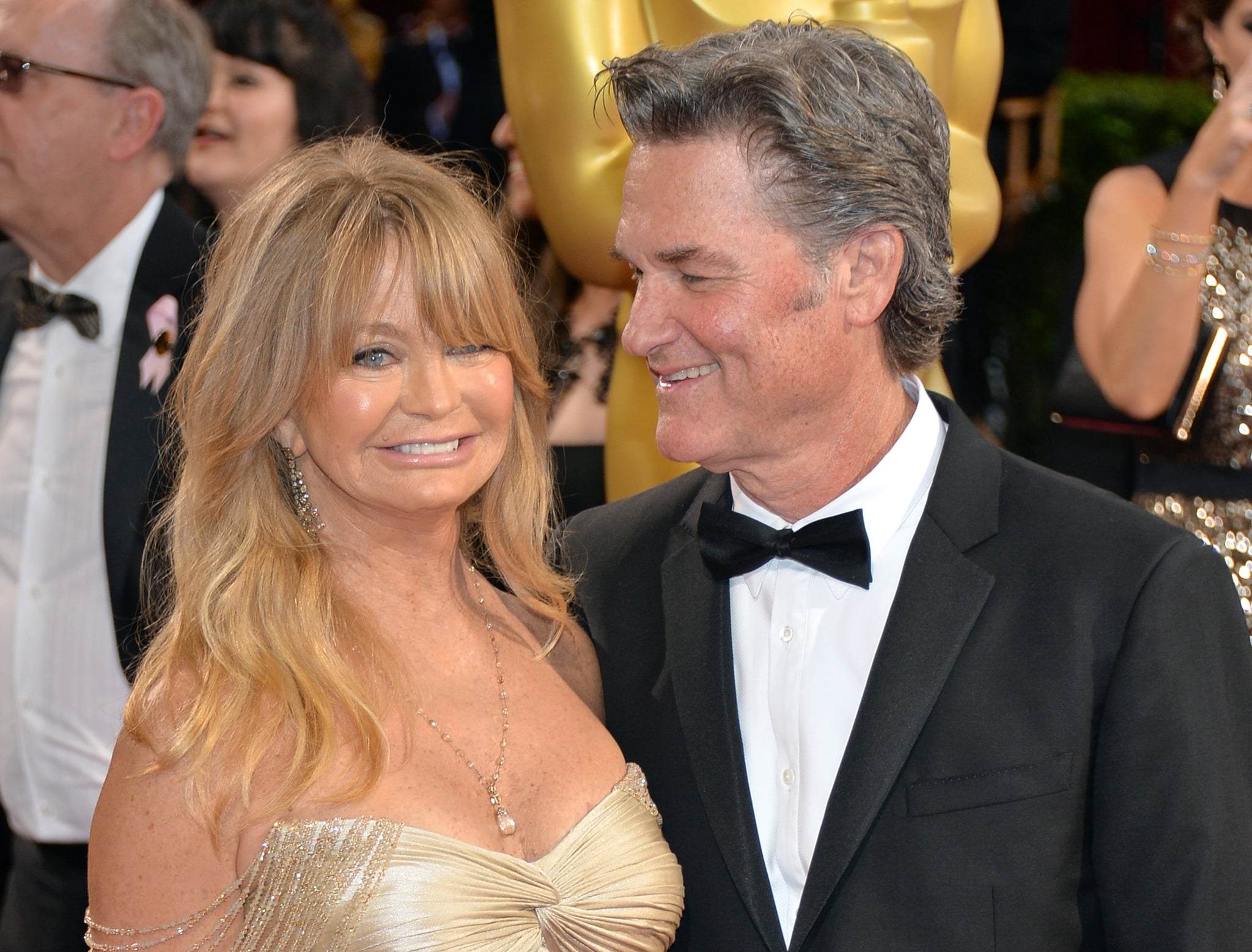 kurt russell and goldie hawn watching overboard movie