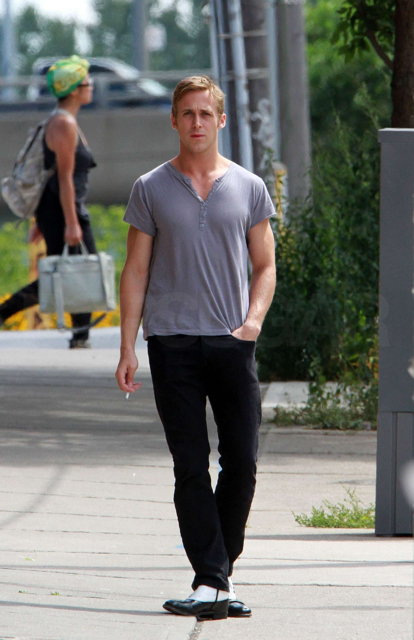 Pictures of Ryan Gosling at a Photo Shoot in LA With ...