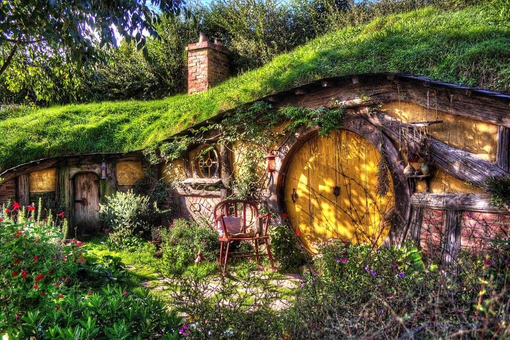 lord of the rings hobbit hole kickstarter popsugar tech. Black Bedroom Furniture Sets. Home Design Ideas