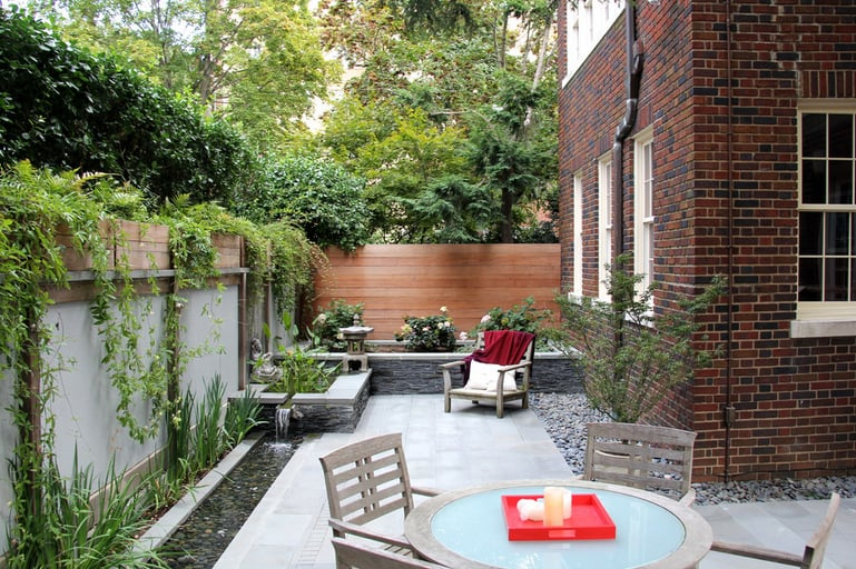 Dog friendly backyard ideas popsugar home for Garden designs for dogs